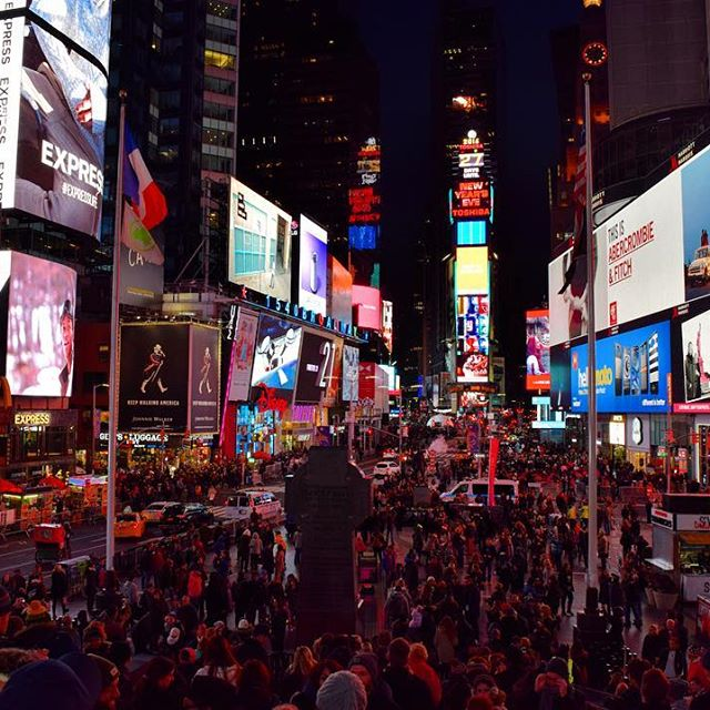The crossroads of the world. Times Square. #timessquare #newyork #NYC #USA #travel #urban #America #people #nyc #love #travelpics #beautiful #incredible #amazing #instalike #instagood #instatravel #like4like #instalike #picoftheday #photography #night #worldtrip #wanderlust #city #lights #InstagramNYC #nycdotgram