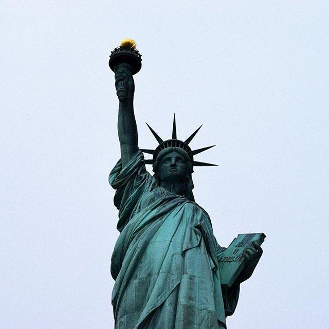Is there a more recognisable landmark in the world? 🗽#statueofliberty #newyork #NYC #USA #travel #liberty #America #statue #nyc #love #travelpics #beautiful #incredible #amazing #instalike #instagood #instatravel #like4like #instalike #picoftheday #photography #roundtheworld #worldtrip #wanderlust #city #architecture #InstagramNYC #nycdotgram